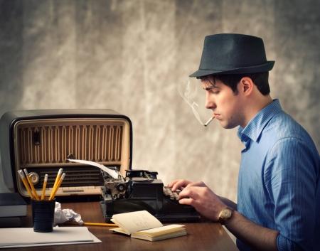 Fumaba como su escritor favorito... pero no podía emular su éxito
